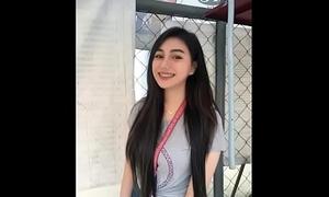 Teen Filipina wanting viral online