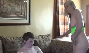 Young manhood sucked off by Trashy Mom