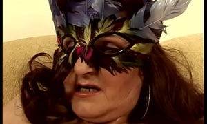 Masked mature sprog Marianne