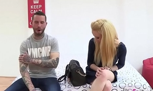A dude brings her hot blonde teen friend '_cause she wants to give excuses a porno